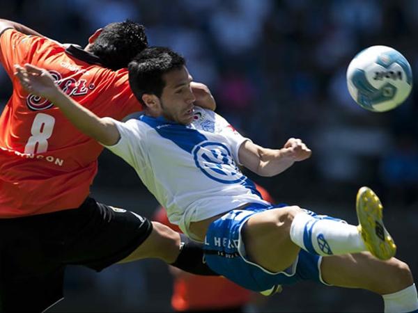 DE FRANJA CAÍDA. Puebla no levanta cabeza y cayó de manera apretada ante Jaguares. El conjunto 'cruzado' obtuvo su segunda derrota consecutiva y Jaguares ganó su primer encuentro en el Torbeo Apertura 2011. (Foto: Mexsport)