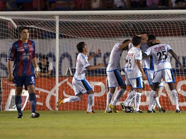 GALLOS DE PELEA. Los Gallos Blancos de Querétaro dieron el golpe derrotando de visita a Atlante, que nunca supieron encontrar su juego. (Foto: Mexsport)