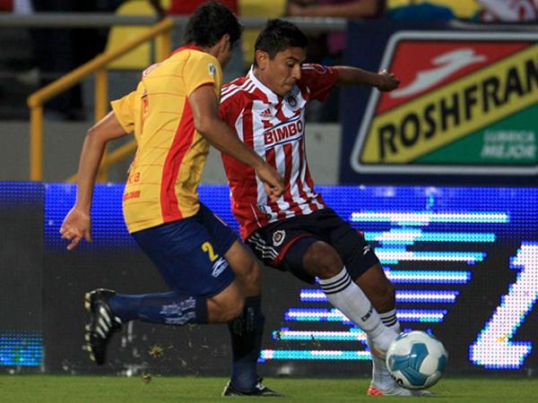 UN BUEN PASO. Chivas mostró un gran juego y pudo derrotar de visita a Morelia. (Foto: Mexsport)