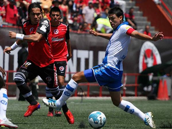 BIEN LUCHADO. Tijuana no pudo hacerse fuerte en su casa y empató ante Puebla. El partido fue muy luchado. (Foto: Mexsport)