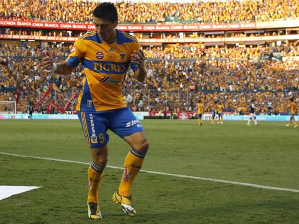 REALMENTE UN BAILE. Héctor Mancilla celebra uno de sus tres tantos anotados ante Pachuca. Tigres fue contundente y goleó por 5-0 a su rival.  (Foto: Mexsport)