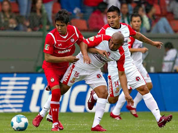 SIN QUEMADURA ALGUNA. Tijuana opuso resistencia y logró un buen empate en su visita a Toluca. Los 'Diablos Rojos' no supieron hacer respetar su 'infierno'.  (Foto: Mexsport)