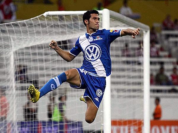 POBLADO CON GOLES. Luis García celebra su tanto. Puebla mostró efectividad y goleó a Chivas. (Foto: Mexsport)