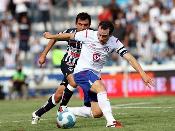 HIZO SU JUGADA. Cruz Azul hizo un juego eficaz y derrotó de visita a Monterrey. (Foto: Mexsport)