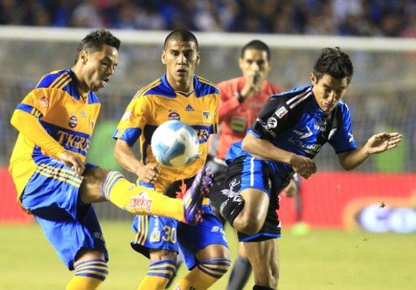 LO SUPO CONTROLAR. Monarcas Morelia consiguió sacar ventaja de la serie ante Santos tras imponerse por 2-1. (Foto: EFE)