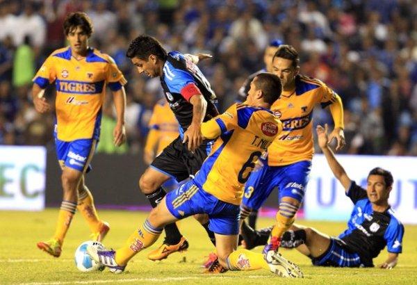 TODO CALCULADO. Los jugadores del Monarcas supieron hacer frente al calor de las emociones, logrando establecer  diferencias en el marcador. (Foto: EFE)