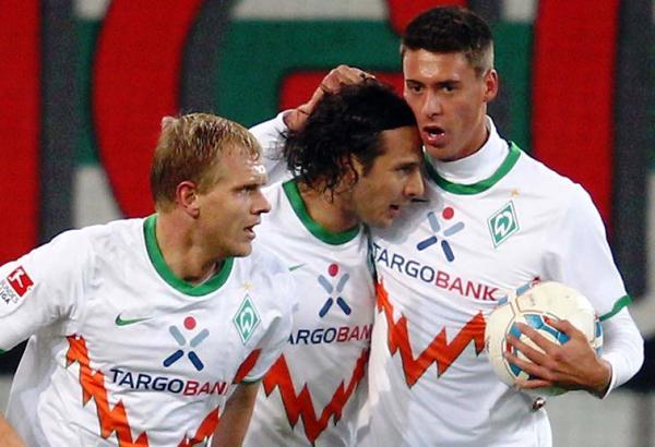 UN BOMBARDEO A MEDIAS. Pizarro se hizo presente en el empate 1-1 ante el Bremen y el Augsburgo. (Foto: Bundesliga.de)