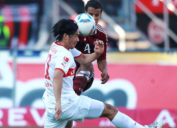 REPARTO DE UNIDADES. Nuremberg yStuttgart igualaron a dos goles. Ambos cuadros no aprovecharon la caída del Bayern. (Foto: Bundesliga.de)