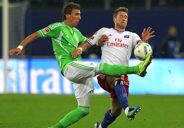 NO LOGRAN DESPEGAR. El Hamburgo de Paolo Guerrero no pudo vencer como local al Wolfsburgo y empató 1-1. (Foto: Bundesliga.de)