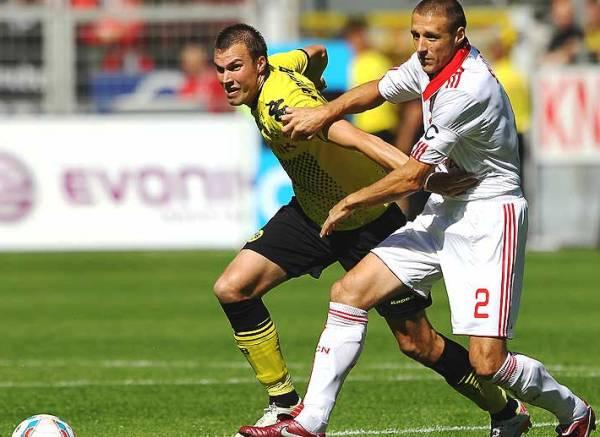 SE ABRE CAMINO. Borussia Dortmund hizo respetar su condición de local y se impuso por un cómodo marcador al Nurenberg. Los amarillos quieren conquistar el campeonato (Foto: bundesliga.de)