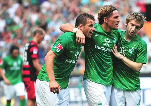 VERDE ESPERANZA. Werder Bremen, con Claudio Pizarro como protagonista, consiguió un emotivo triunfo ante Friburgo, en lo que significó el mejor partido de esta jornada (Foto: bundesliga.de)