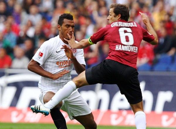 NO PUDO SEGUIR SUBIENDO. Hannover 96 no pudo vencer al Mainz 05 y desperdició una gran oportunidad para alcanzar la punta. (Foto: Bundesliga.de)