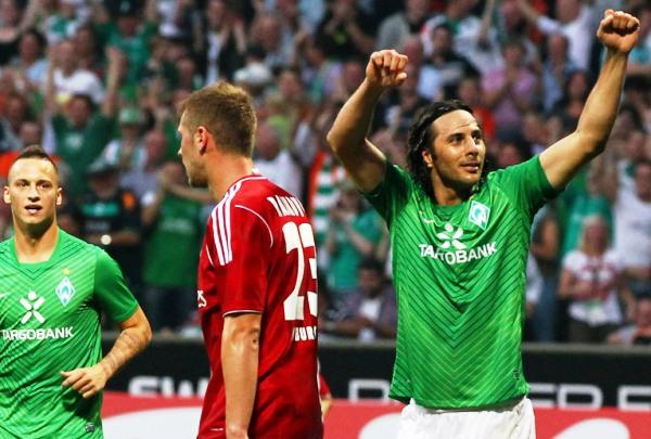 SABOR PERUANO. Pizarro fue clave en la victoria del Bremen sobre el Hamburgo. (Foto: bundesliga.de)