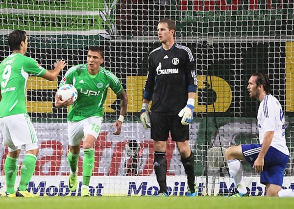 NÚMEROS EN ROJO. Pese al buen partido de Farfán, el Schalke 04 no pudo con el Wolfsburg. (Foto: bundesliga.de)