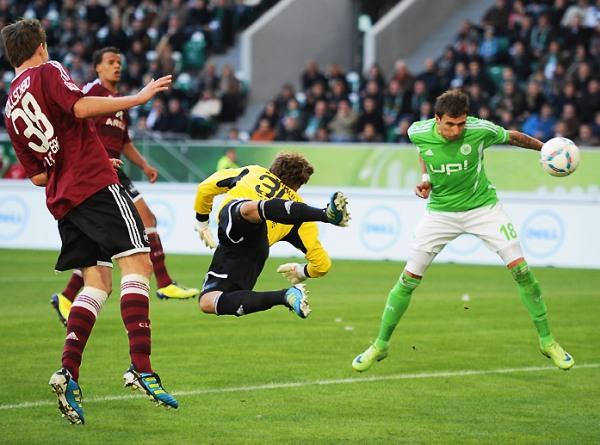 QUIEREN MADURAR. En su búsqueda por salir de los últimos lugares, el Wolgsburgo se impuso 2-1 al Nuremberg. (Foto: Bundesliga.de)