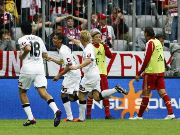 EL PRIMER GOLPE.  Borussia Moenchengladbach sorprendió al Bayern Munich al ganarle por la mínima con gol de Igor de Camargo. (Foto: Reuters)