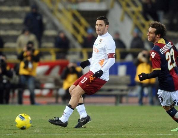 SE DAN UN REPIRO. La Roma salió bien librado de su visita al Bolonia y se impuso por un claro 0-2. (Foto: AFP)