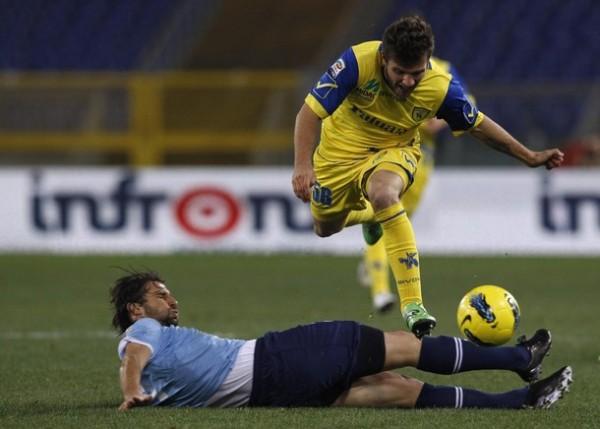 POCO A POCO. El Chievo de Rinaldo Cruzado sacó un buen empate ante Lazio en condición de visitante. (Foto: AFP)