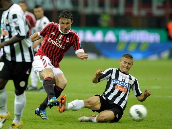 DE ESPALDAS A LA VICTORIA. El vigente campeón no pudo ante el Udinese y todavía no conoce de victorias en el torneo. (Foto: AFP )