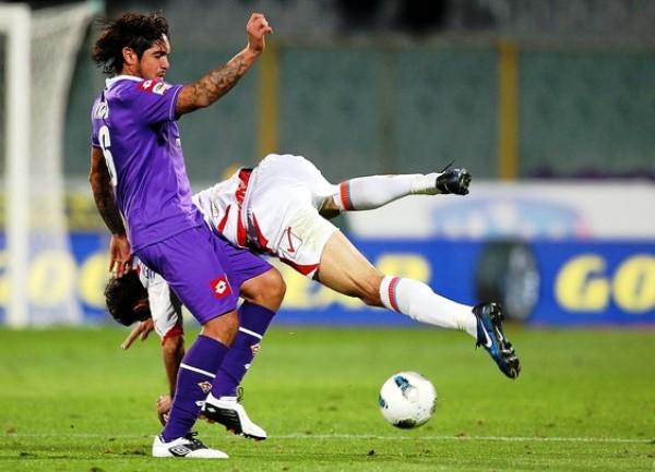 SIGUEN SIN VOLAR. La Fiorentina igualó 2-2 ante Catania y sigue estancado en la mitad de la tabla. (Foto: AFP)