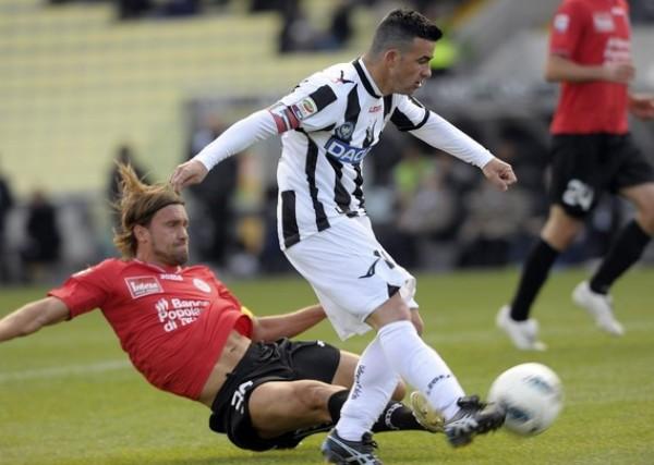 TOMÓ LA PUNTA. El Udinese se apoderó del primer lugar del Calcio tras imponerse por 3-0 ante el Novara. (Foto: AFP)