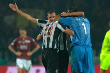 Los blanquinegros festejan la victoria ante su clásico rival Torino por la sexta fecha del Calcio (Foto: Juventus.com)