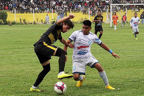 Maristas Huacho ante Ormeño protagonizaron una semifinal de infarto en Lima. (Foto: Marco Villaflor / La Figura)