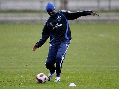 Entrenando con el Hamburgo, que lo fichó en noviembre último por un millón de euros (Foto: hamburg.theoffside.com)