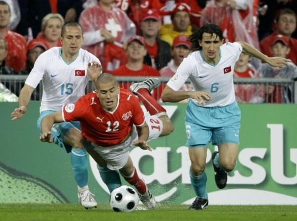 Jugando por la 'Nati' -selección suiza- ante Turquía en la última Euro (Foto: AP)