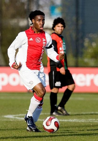 Ya debutó en la volante del Ajax y es actualmente una pieza de recambio importante en la Eredivisie (Foto: ajax.nl)