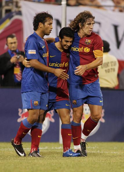 Con Pedro Ramírez y Carles Puyol durante un partido de pretemporada (Foto: zimbio.com)