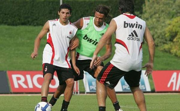 En uno de sus primeros entrenamientos con el Milan a su llegada a Italia (Foto: acmilan.com)