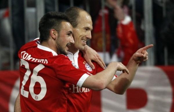 Celebrando con Arjen Robben, un referente para las nuevas generaciones del Bayern (Foto: Reuters)