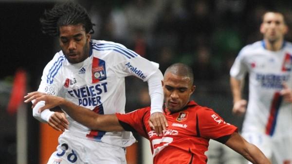 Aún no redondea una temporada completa en la Ligue 1, pero las apariciones de Lacazette son un dolor de cabeza para sus adversarios (Foto: uefa.com)