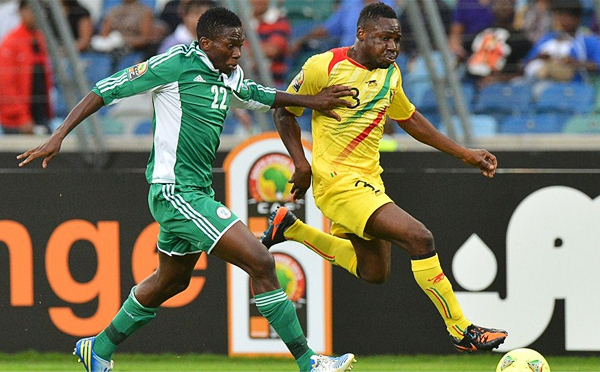 Omeruo recibió toda la confianza para ser titular en la selección de Nigeria que obtuvo su último gran logro en la CAN 2013 (Foto: AFP)