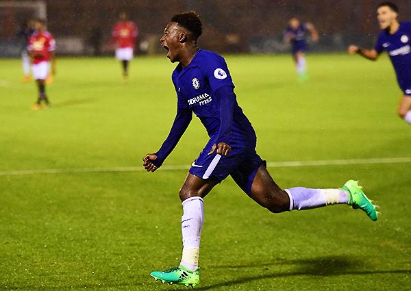 En las juveniles del Chelsea es un indiscutible. Sin embargo, la presencia de Hudson-Odoi en el primer equipo parece muy complicada. (Foto: Getty Images)