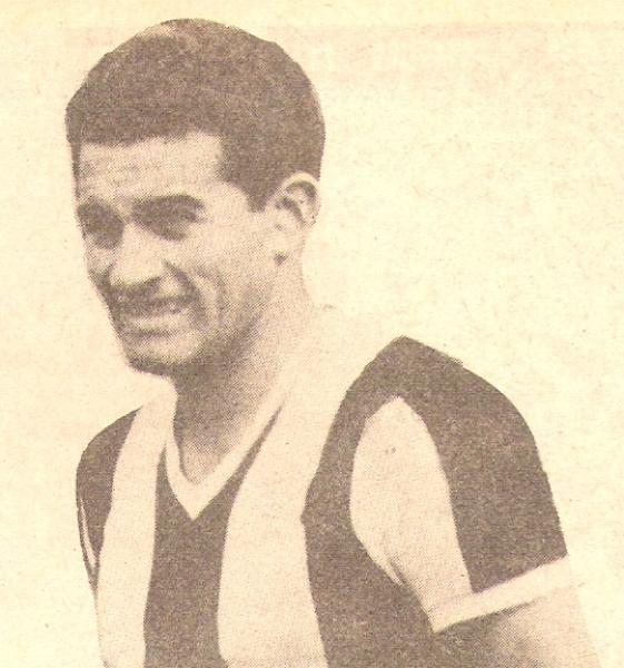 Guillermo Delgado fue el amo y señor de la defensa peruana en los años cincuenta. Se lo conoció como el 'León de José Díaz' (Recorte: libro '200 clásicos de la historia', Lorenzo Villanueva Regalado)