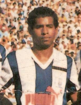 Espino sobrevivió a dos tragedias que enlutaron  al fútbol peruano. (Foto: libro 200 Clásicos de Historia, Lorenzo Villanueva Regalado)