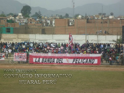 La Banda del Pelícano es la fiel barra que nunca abandona al Unión Huaral, uno de los dos equipos fuera de las provincias de Lima y Callao que se coronaron campeones nacionales. (Foto: contactoinformativohuaralperu.blogspot.com)