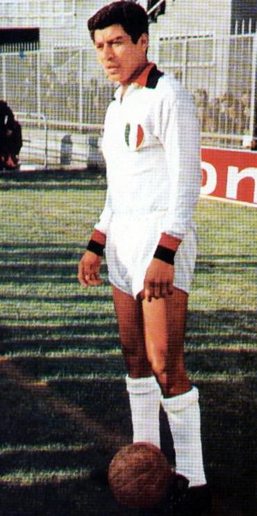 El fútbol y la fama de Víctor Benítez se expandió hasta llevarlo a jugar por el Milan de Italia (Foto: magliarossonera.it)