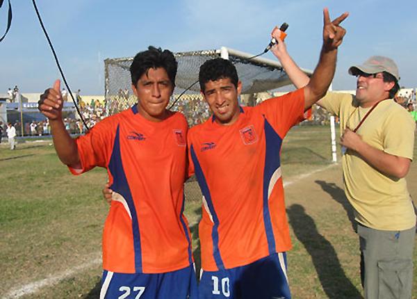 'Patiño' Plaza -a la derecha- es ícono del fútbol de ascenso en el norte (Foto: archivo DeChalaca.com)