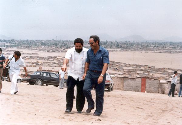 Michel Azcueta cuando era alcalde de Villa El Salvador en la década de los ochentas (Foto: amigosdevilla.it)