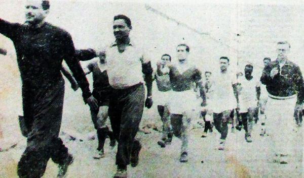 Así eran los entrenamientos de Sporting Cristal con Luis Tirado como entrenador. (Recorte: diario La Crónica)
