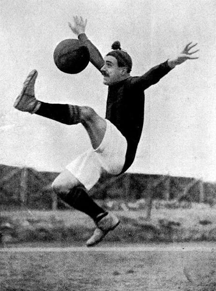 La estampa de 'Paco' Bru cuando aún se desempeñaba como futbolista (Foto: sentimentsenminiatura.com)
