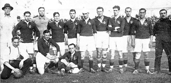 Esta es la selección de España que en 1920 quedó como subcampeona de los Juegos Olímpicos con 'Paco' Bru -a la extrema derecha- como su entrenador (Foto: cosassobrefutbol.com)