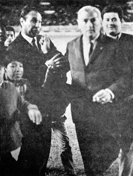 Los técnicos uruguayos Hugo Bagnulo y Roberto Scarone cuando vieron juntos el clásico antes del debut del nuevo DT blanquiazul (Recorte: diario La Crónica)