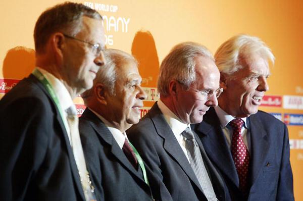 Lars Lagerback (Suecia), Aníbal Ruiz (Paraguay), Sven-Goran Eriksson (Inglaterra) y Leo Beenhakker (Trinidad y Tobago), todo el grupo B de Alemania 2006 en una imagen. (Foto: Getty Images)