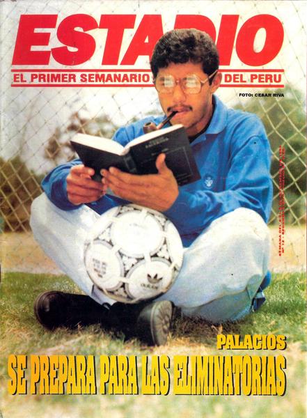 Curiosa tapa de Roberto Palacios con bifocales y una pipa en la boca (Recorte: revista Estadio)