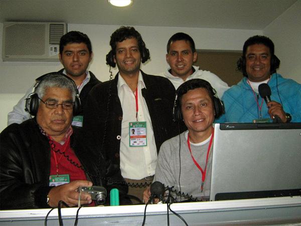 Parte del equipo actual de Callao Súper Radio durante una reciente transmisión en el estadio Nacional (Foto: Facebook)
