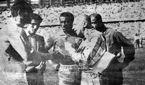 Una entrevista de Raúl Goyburu para Pregón Deportivo al 'Caimán' Sánchez, arquero de Colombia antes del partido en el que su selección eliminó a la de Perú en el camino al Mundial de 1962 (Foto: raulgoyburuezeta.blogspot.com)